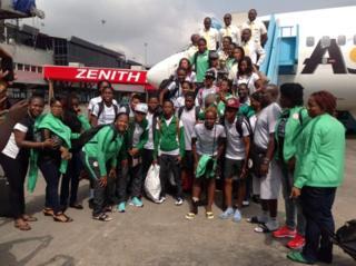 Les footballeuses nigérianes, accueillies à l'aéroport, ont refusé de quitter un hôtel de la capitale pour exiger leurs primes