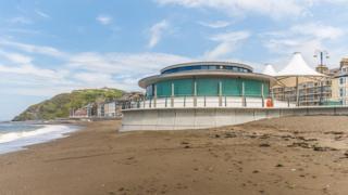 Traeth y Gogledd yn Aberystwyth