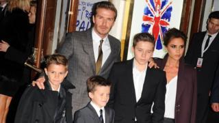 Девід і Вікторія Бекхем з дітьми