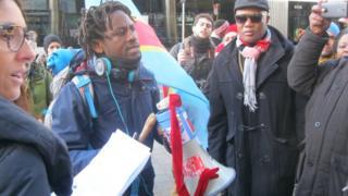 """John Mpaliza a marché de Reggio Emilia en Italie jusqu'au Parlement européen à Bruxelles pour dénoncer un """"génocide"""" en cours à Béni, en RDC"""