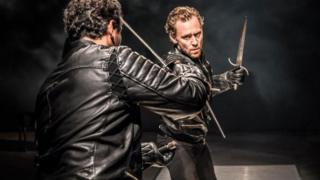 Tom Hiddleston as Hamlet in a sword fight