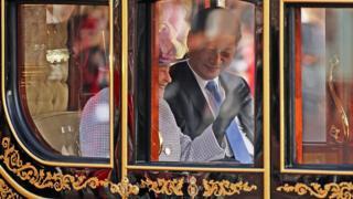 Королева Елизавета и Си Цзиньпин в карете