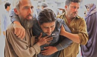 A man who was injured in an earthquake is rushed for medical treatment at a hospital in Peshawar, Pakistan, 10 April 2016