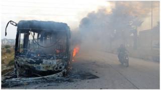 叙利亚平民撤离大巴被烧毁