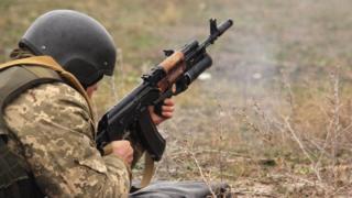 Силы АТО пока не будут отводить от Станицы Луганской