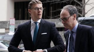 آلکس فان در زوان برای یک شرکت حقوقی در لندن کار می کرد