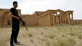 Member of the paramilitary Popular Mobilisation force stands at the ancient city of Hatra in Iraq (28 April 2017)