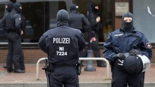 ألمانيا ترحل اثنين من مواطنيها في إجراء غير مسبوق