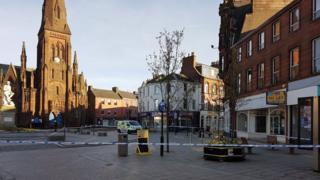 Police cordon around Burns Statue