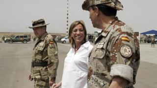 Carme Chacón with Spanish military in Afghanistan, Apr 2008