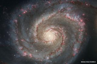ภาพกาแล็กซีทางช้างเผือกจากฝีมือศิลปิน สร้างขึ้นจากข้อมูลซึ่งรวบรวมโดยกล้องโทรทรรศน์อวกาศฮับเบิล