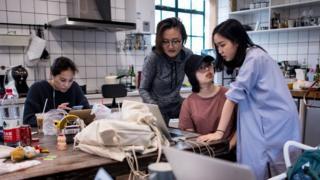 상하이의 전자상거래 스타트업 '고고앤드'의 직원들이 일하는 모습