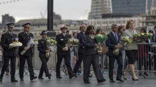 Londra'da düzenlenen saldırıda hayatını kaybedenleri anmak için tören düzenlendi