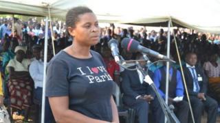 Una mujer aparece en público en el área de Mulanje, en el sur de Malawi, alegando que fue atacada por un vampiro.