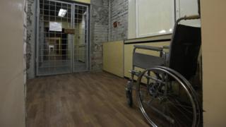 Инвалидное кресло в СИЗО