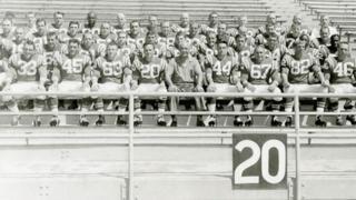 La última foto del equipo de fútbol americano de Cal Poly antes del accidente que costó la vida de 22 personas, incluyendo a 16 jugadores.