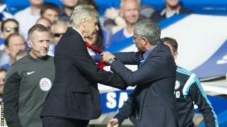 Arsene Wenger na Jose Mourinho wakizozana awali