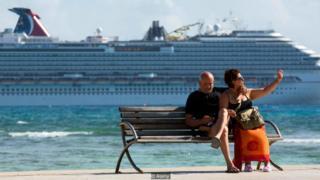 港口旅行,船上還有各種各樣的活動,甚至提供酒店式服務,這都增強了郵輪退休的吸引力