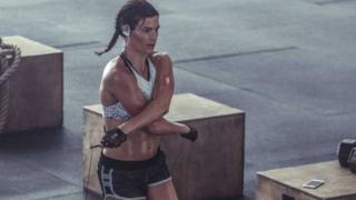 Advert for PowerBeats 3 from Beats website shows woman in gym