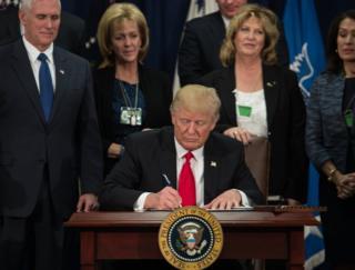 美國新總統特朗普簽署行政命令