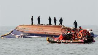 Corea del Sur: bote dado vuelta