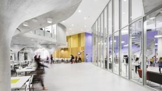 Escola de plano aberto na Finlândia