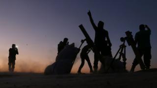 Dabık'taki zaferlerini kutlayan ÖSO savaşçıları