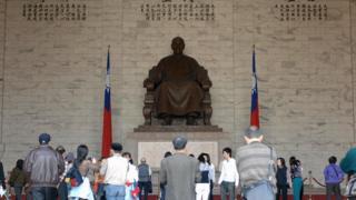 蒋介石铜像