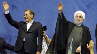 Rais Hassan Rouhani (kulia) anawania muhula wa pili