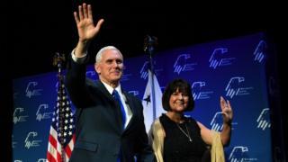 Майк Пенс із дружиною