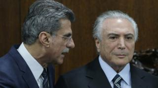 Brazil's acting President Michel Temer, right, talks with Planning Minister Romero Juca (23 May)