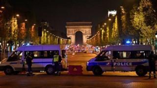 Єлисейські поля одна з найпопулярніших вулиць у Парижі