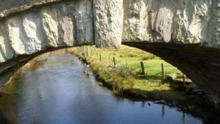 Afon Llyfni flows under Pont Factory between Llanllyfni and Penygroes