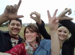 Manny y DeAnna Rivas con Melissa James