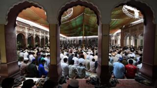 پاکستان کې د وسله والو طالبانو لپاره چنده راټولېږي