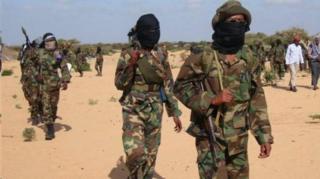 Abagwanyi ba al-Shabab baragira ibitero vyinshi ku birindiro vya gisirikare muri Somalia