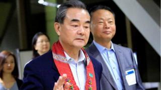 """د چین د بهرنیو چارو وزیر خبریالانو ته وویل """"دا د شمالي کوریا په ګټه ده چې سم او هوښیارانه پرېکړه وکړي."""""""