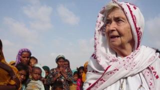 Ruth Pfau with Pakistani flood victims