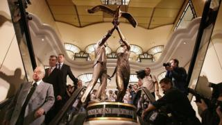 bronze statue in Harrods with then owner Mohamed Al Fayed