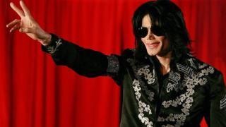 Michael Jackson dey take hand 'peace sign'