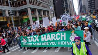 在纽约参加游行的示威者。
