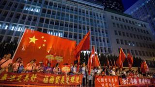 習近平訪問香港期間,親中人士打出歡迎橫幅。