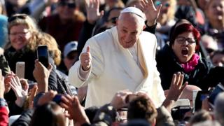 Pope greets crowds at audience on 8 November