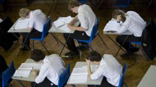 Студенти складають іспит