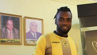 """Attaquant des """"Eléphants"""" et fer de lance du Stade d'Abidjan, il s'est engagé pour trois ans avec le CA Bizertin."""