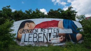 Vandalised mural of Alan Kurdi, Frankfurt, 22 Jun 16