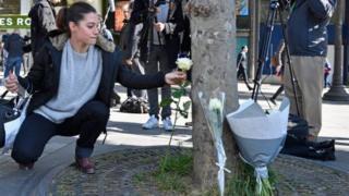 法国许多民众表示对警方的支持和同情。