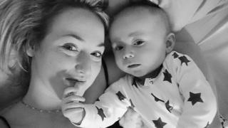 莎拉‧博伊爾和兒子泰迪