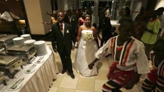 People wey dey enter dem wedding
