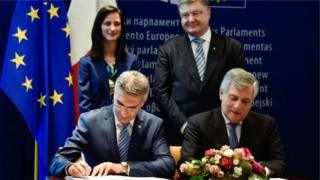Документ подписали президент Европарламента Антонио Таяни и Кармело Абела, министр внутренних дел Мальты, председательствующей в Совете ЕС